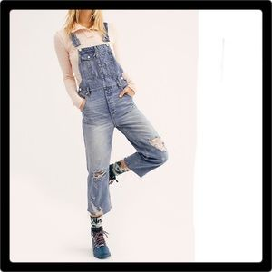 ❤️ NWOT Free People Distressed Boyfriend Overalls